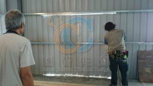 鐵工進場針對新出入動線改變舊有鐵皮屋