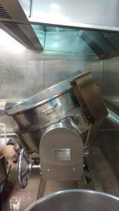 煮區配置設備周轉空間和缷料位置,提升主廚工作效率