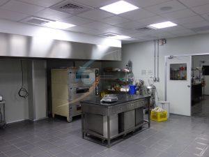 複合式餐廳央廚 – 甜點製作區