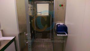 浴塵室搭配手部消毒機,杜絕人員帶進汙染源