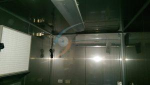 包裝室-無塵庫板好清潔、空調系統維持溫濕度、補風機營造正壓環境、紫外線殺菌燈